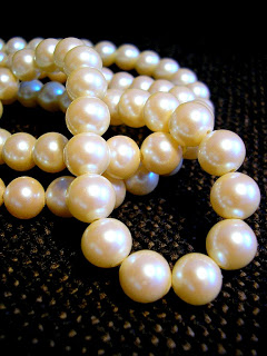 White_pearl_necklace.jpg